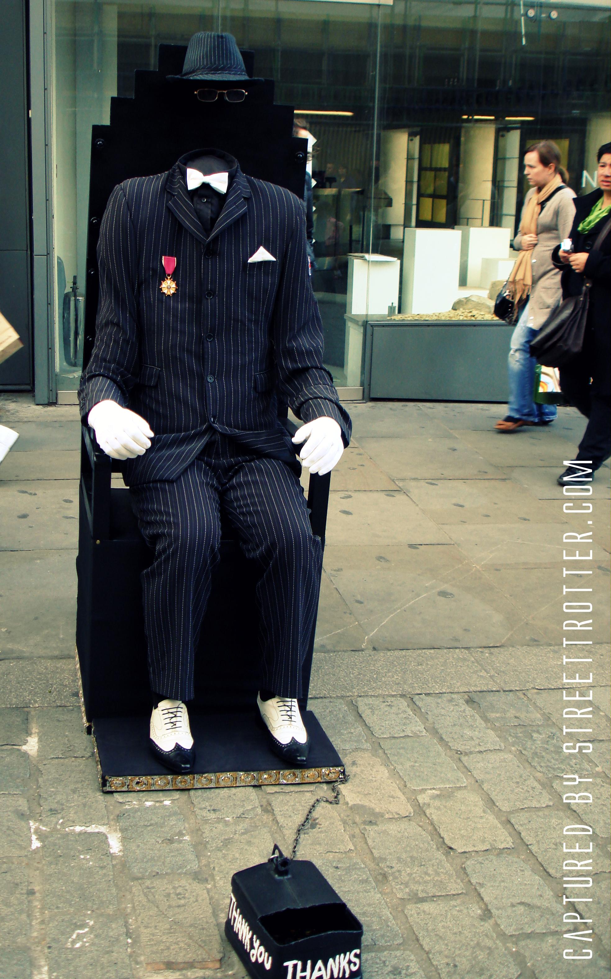 street magic - busking - street trotter