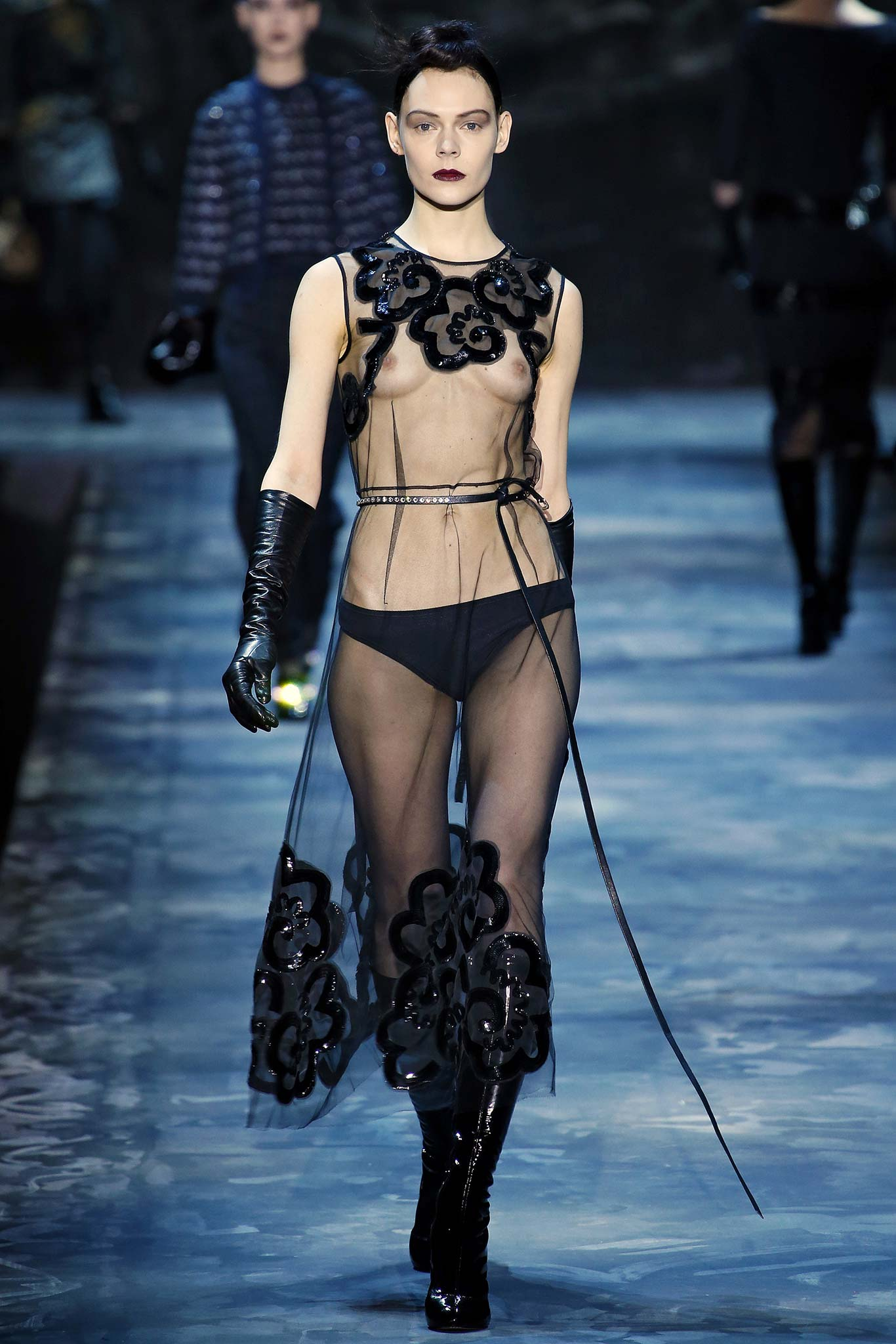 Marc Jacobs - FIFTY SHADES OF GREY - FALL 2015 - FASHION RUNWAY TRENDS - STREETTROTTER