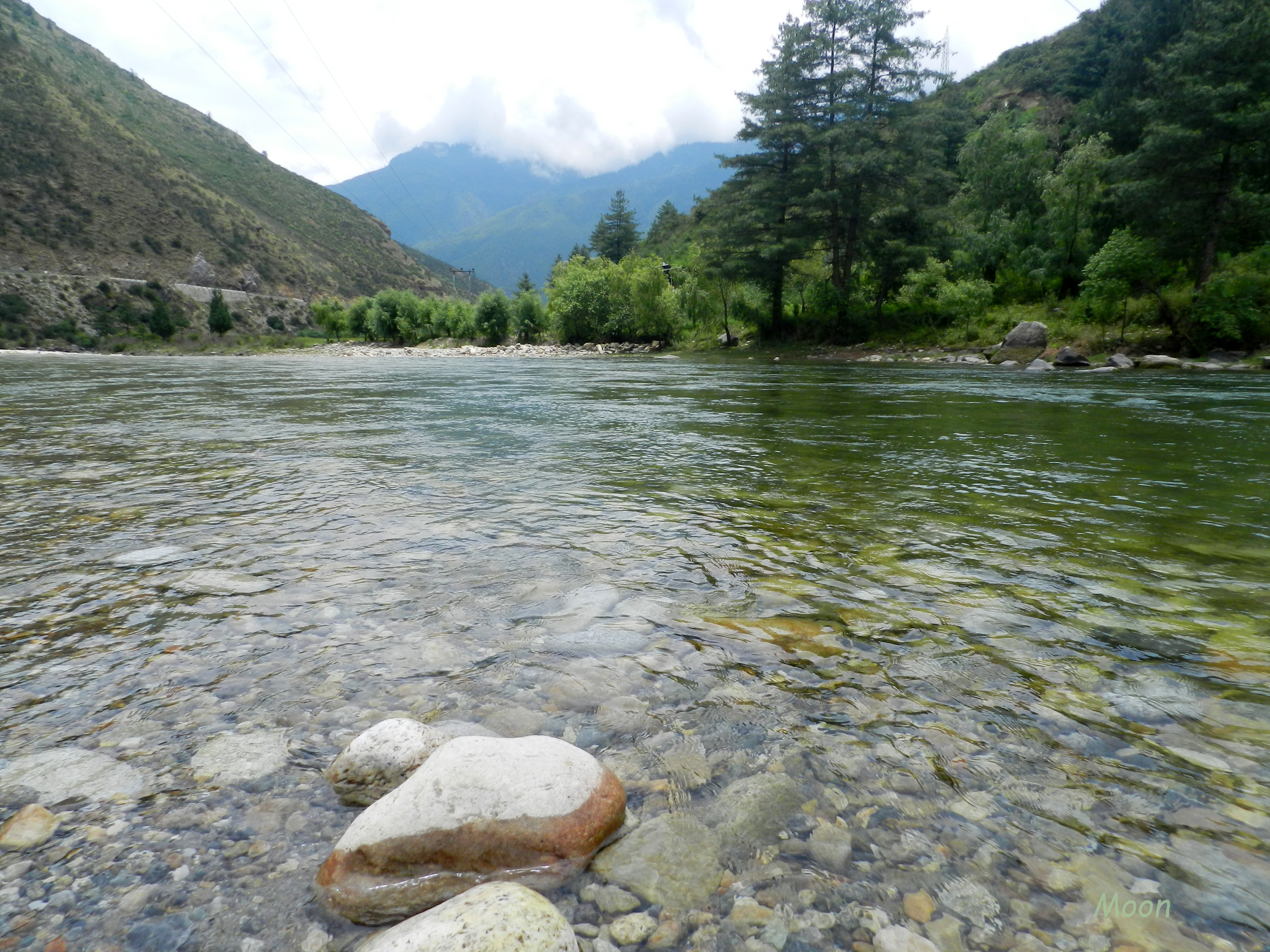 BHUTAN - STREETTROTTER